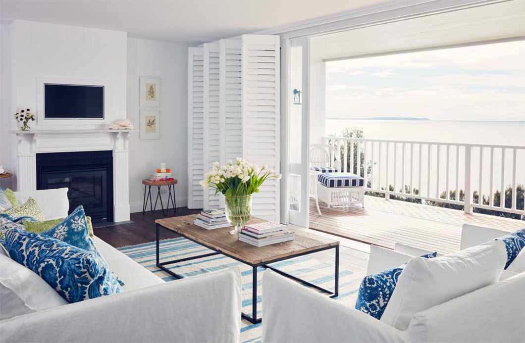 Coastal louge room overlooking ocean