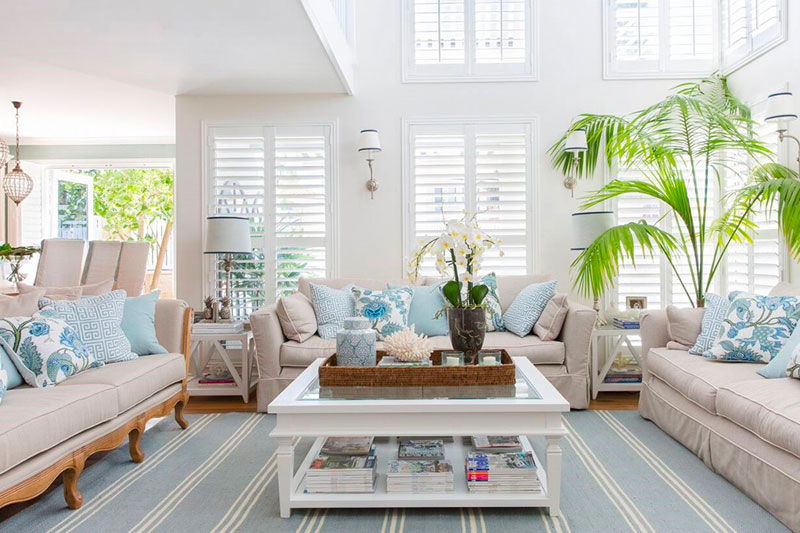 Blue and white Hamtpons style living room